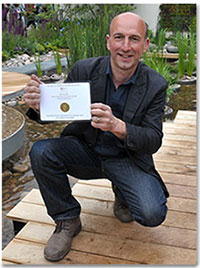 Professor Nigel Dunnett shows off the gold medal for the RBC Blue Water Roof Garden, co-sponsored by the RBC Blue Water Project, RBC Wealth Management and RBC Capital Markets.