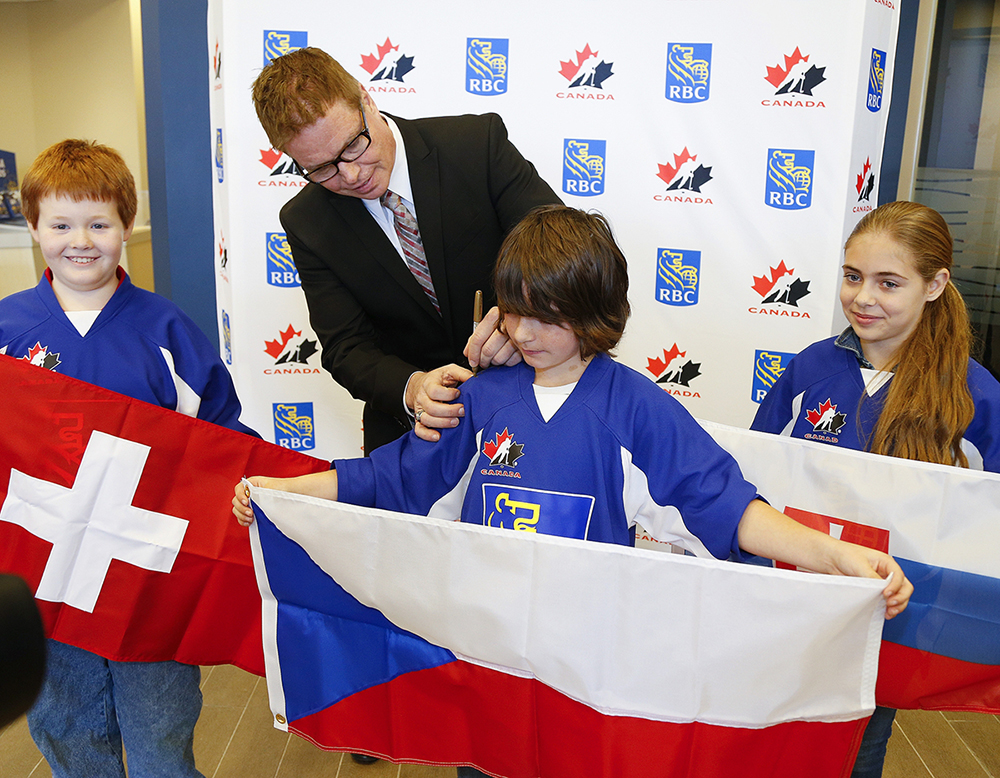 Hockey Hall of Famer Larry Murphy and students from Keith Wightman Public School announced RBC Road to the World Juniors games in Peterborough.